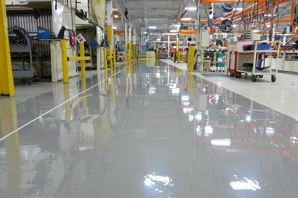 Покрытие бетонного пола в производственном цеху предприятия