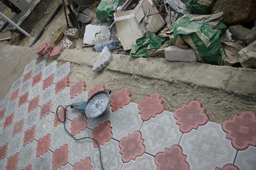 Алмазные диски нередко применяются и для резки тротуарной плитки