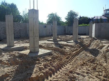 Использование бетона для возведения свайного фундамента
