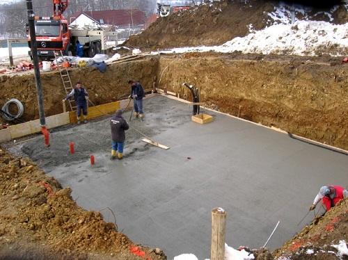 При выборе марки бетона для фундамента следует учитывать потенциальный вес здания
