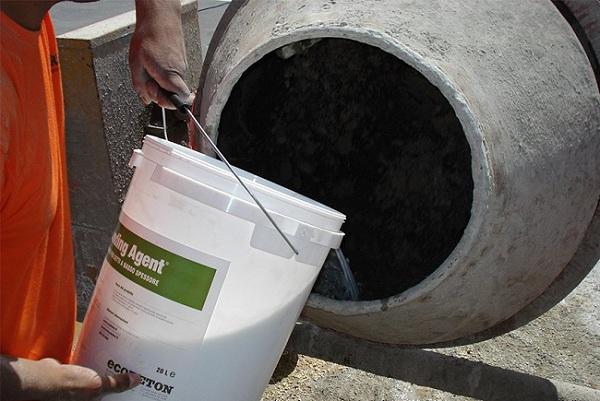 Противоморозная добавка добавляется в бетон во время его замешивания