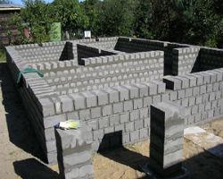 Фундамент и цоколь дома из шлакоблока