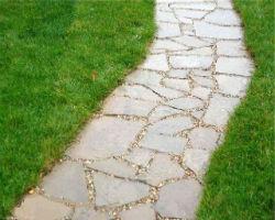Садовая дорожка из фигурных бетонных камней