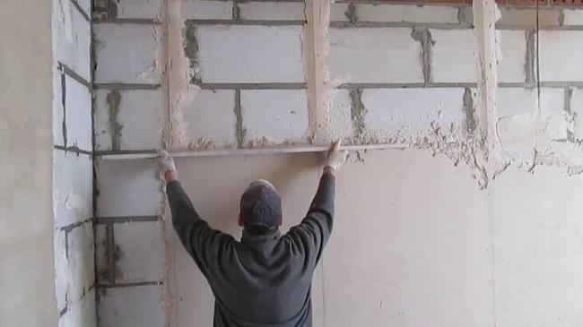 Метод штукатурки стен по маячкам