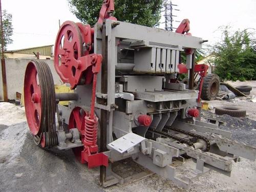Промышленный крупногабаритный агрегат для производства шлакоблоков