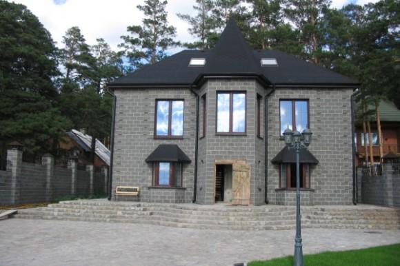 Двухэтажный дом из шлакоблока