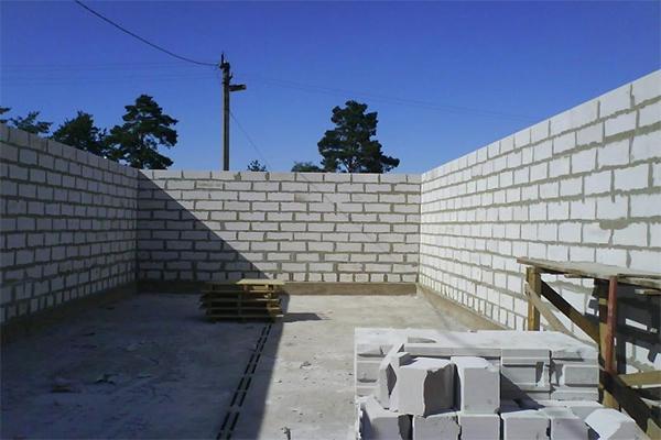 Стены гаража из пеноблоков