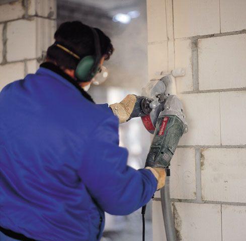 Работа электрическим штроборезом по газобетону
