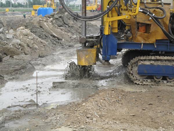 Цементация грунта производится только специальной техникой