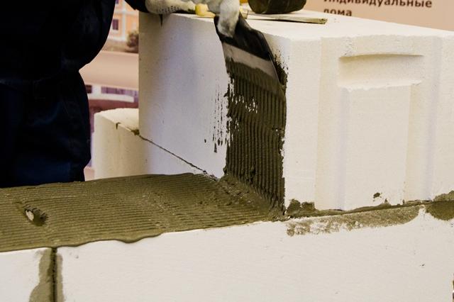 Строительство домов из газобетона: плюсы и минусыСтроительство домов и конструкций из пеноблоков