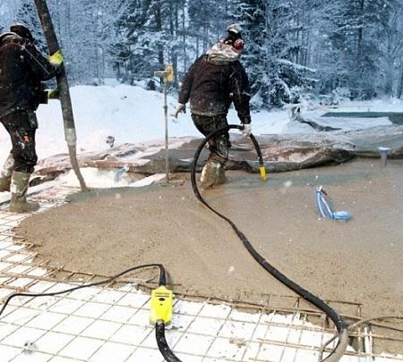 Уплотнение бетона глубинным вибратором