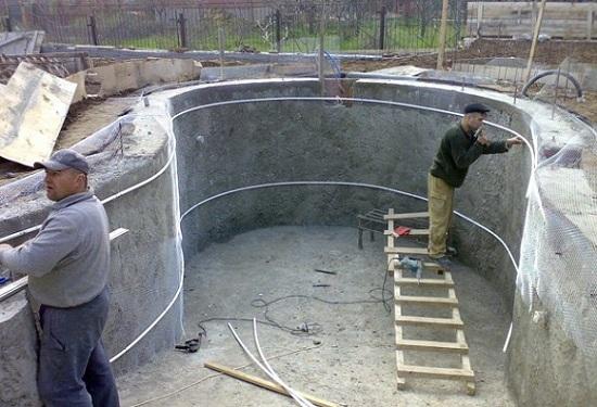 Чаша бассейна вылитая из бетона марки В25