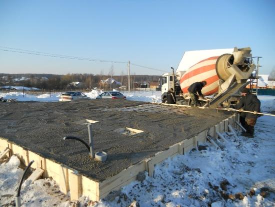 Ускорение твердения бетона с применением данной добавки вызывается главным образом тем, что формиат натрия изменяет растворимость силикатных составляющих