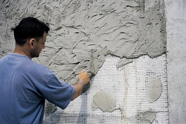 Оштукатуривание цементно-известковым составом