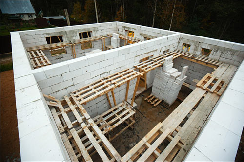 Строительство бани из газобетона осуществляется гораздо быстрее, чем из кирпича или дерева