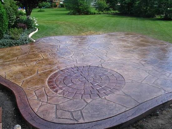 Единственный минус штампованного бетона - это возможность его растрескивания