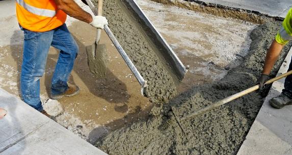 Заливка готового бетона для фундамента