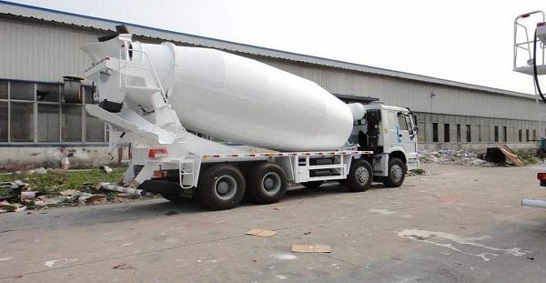 Автобетоносмеситель с товарным бетоном