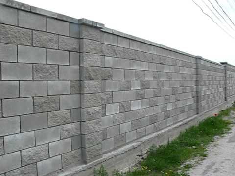 Готовый забор из шлакоблоков со вставками из декоративных блоков