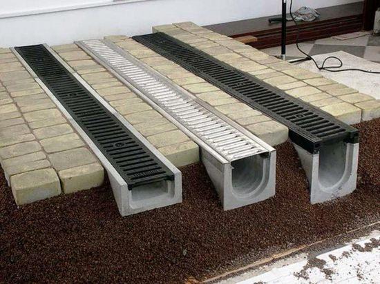 Водоотводные железобетонные лотки легко обслуживать и очищать от засоров