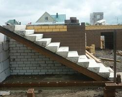 Сборная железобетонная лестница в частном доме