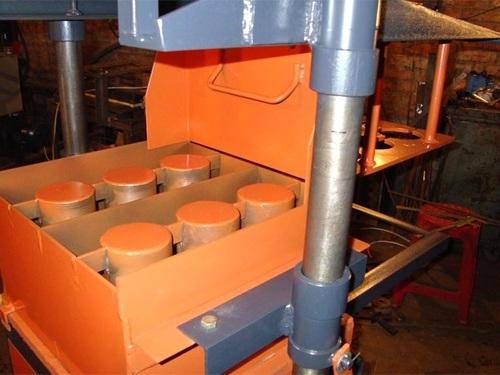Мини вибропресс для производства блоков
