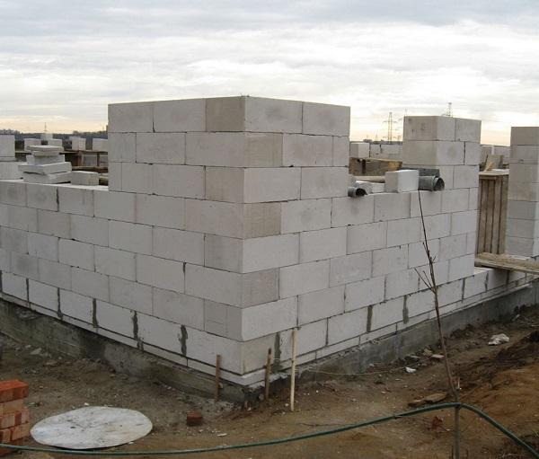 Кладка стены из газоблоков